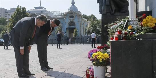 Ucrania busca a culpables de protestas tras la muerte de 3 policías