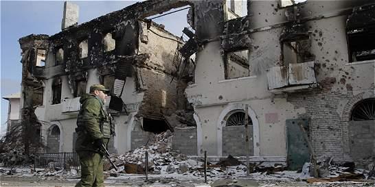 Conflicto separatista en Ucrania deja casi 8.000 muertos
