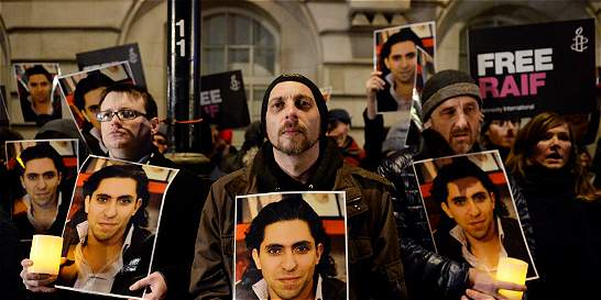 Bloguero saudí recibe premio Sájarov en lucha por la libre expresión