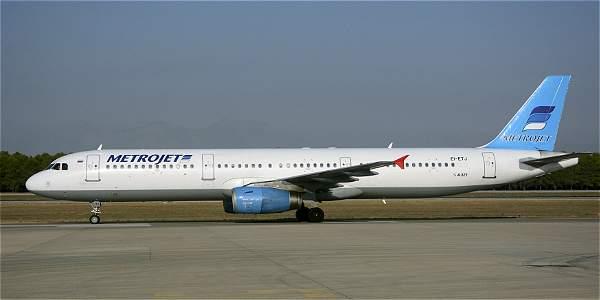 El Airbus A-321 que se estrelló en la península del Sinaí, en una foto de tomada en Antalya, Turquía, el 17 de septiembre de 2015.