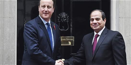 Reino Unido evacuará a 20.000 turistas de Egipto