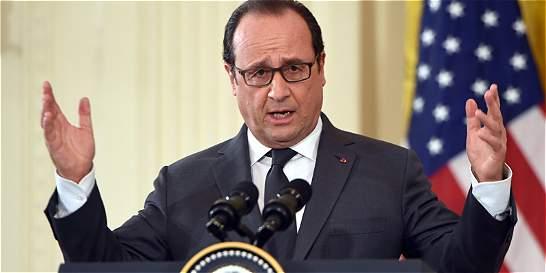 Después de Obama, Hollande busca apoyo de Merkel contra el grupo EI