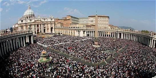 Vaticano pospone juicio por filtración de documentos