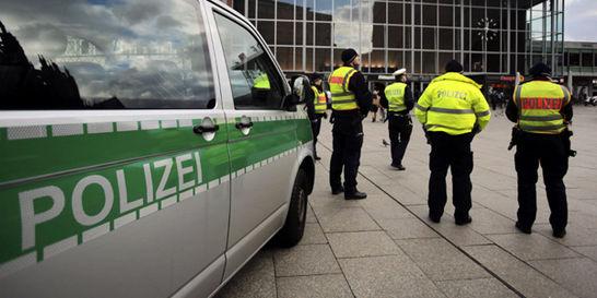 Merkel, obligada a un timonazo por abusos sexuales en Colonia