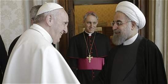Presidente de Irán le pide al papa Francisco que rece por él
