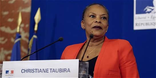 Renuncia ministra de Justicia de Francia, opuesta a Ley antiterrorista