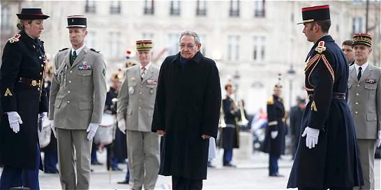 Raúl Castro inicia una visita de Estado a Francia