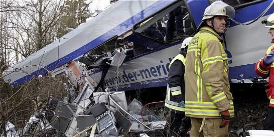 Alemania investiga causas del choque de trenes que dejó nueve muertos