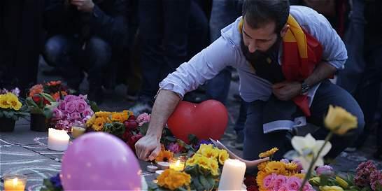 Decretan tres días de duelo nacional por atentados en Bruselas
