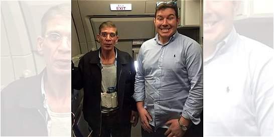 Pasajero del avión de Egyptair se tomó una foto con el secuestrador