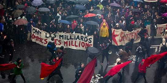 Huelgas y manifestaciones en Francia contra la política de Hollande