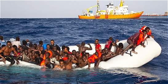 Temen que unas 300 personas hayan muerto en naufragio frente a Italia