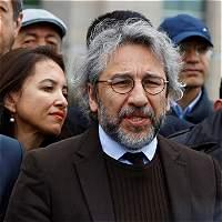 Condenan a prisión a dos periodistas opositores en Turquía