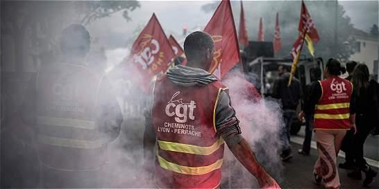 Tensión sube mientras continua huelga indefinida de trenes en Francia