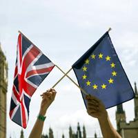 Ministro británico evoca segundo referéndum tras negociar con la UE