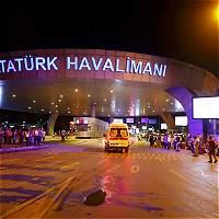 Dos explosiones y disparos en el aeropuerto internacional de Estambul