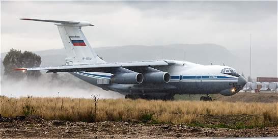 Desaparece avión que apagaba un incendio en el este de Rusia