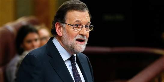 Rajoy anuncia que el rey le encargó intentar formar gobierno en España