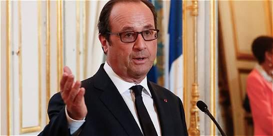 Hollande pide unidad nacional ante críticas por la seguridad en Niza
