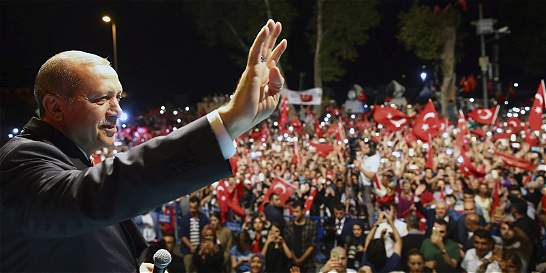 Tras el golpe, dudoso futuro de la Turquía democrática