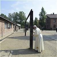 El Papa rezó en Auschwitz por las víctimas del exterminio nazi