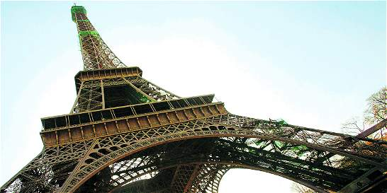 Evacuan la Torre Eiffel de París por confusión de un empleado