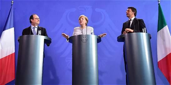 Merkel, Hollande y Renzi se reúnen para relanzar la Unión Europea