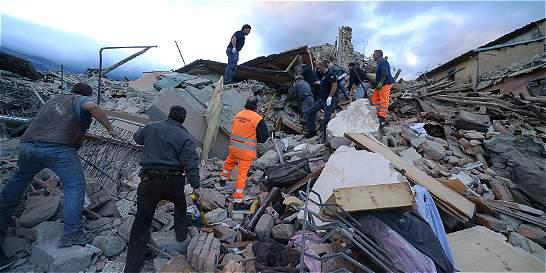 Se eleva a 252 el número de personas muertas por sismo en Italia