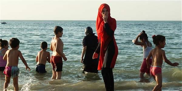 Francia, dividida por decisión de la justicia sobre uso del burkini