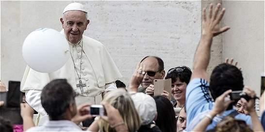 El papa pide a las religiones condenar el terrorismo de forma rotunda