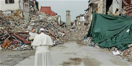 Papa visita Amatrice, ciudad devastada por terremoto en Italia