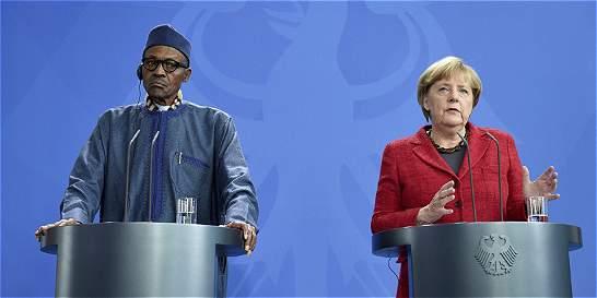 Presidente de Nigeria dice que el 'lugar' de su mujer es la cocina