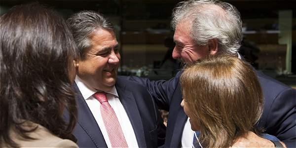 Reunión del consejo de ministros de Comercio de la Unión Europea en Luxemburgo. La reunión se centrará en la firma del acuerdo de libre comercio negociado con Canadá, conocido como CETA.