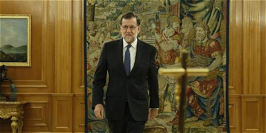 Rajoy emprende su segundo mandato en España con pedidos de renovación