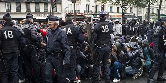 Policía evacúa el campamento de inmigrantes del noreste de París