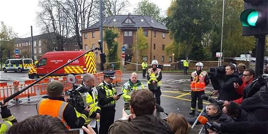 Cinco muertos y varios heridos tras descarrilarse tranvía en Londres