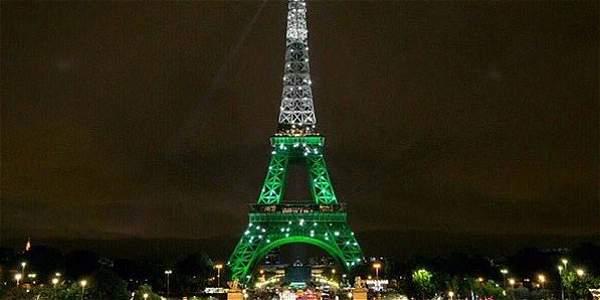 La imagen de la torre Eiffel iluminada fue un montaje de una foto antigua de la Euro 2016.