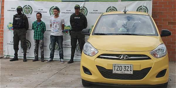 Estos son los dos hombres capturados por el crimen. El taxi fue el que abordó Hidalgo el día que llegó a Cali.