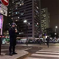 Hombre armado toma siete rehenes en agencia de viajes en París