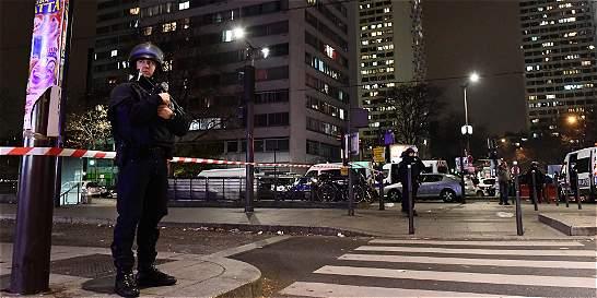 Rehenes en agencia de viaje en París se encuentran a salvo