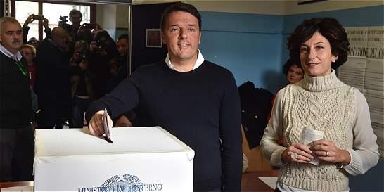 Italianos rechazan reforma de Matteo Renzi, según primeros sondeos