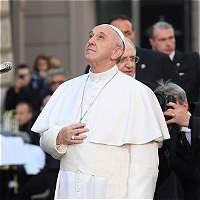 Papa alerta del riesgo de noticias falsas en los medios
