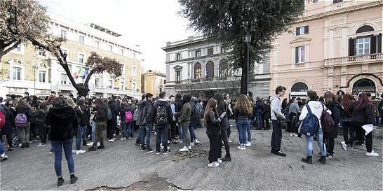 Tres fuertes sismos sacuden el centro de Italia