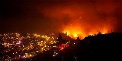Un colombiano damnificado por incendio en Valparaíso, que no cesa