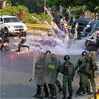 Poder judicial 'muy débil' en Venezuela socava leyes: juristas