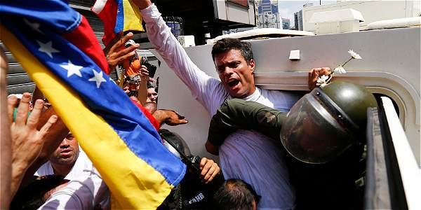 El 18 de febrero pasado el líder opositor Leopoldo López se entregó a la justicia en medio de una multitudinaria marcha de apoyo.