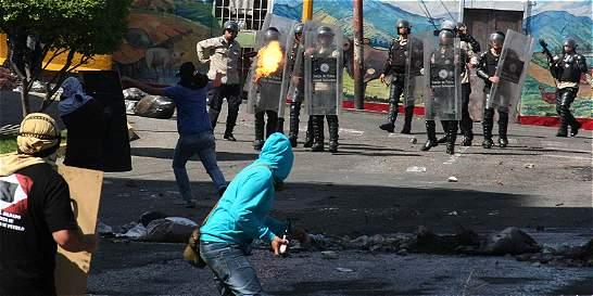 Nuevos brotes de violencia se toman algunas calles de Venezuela