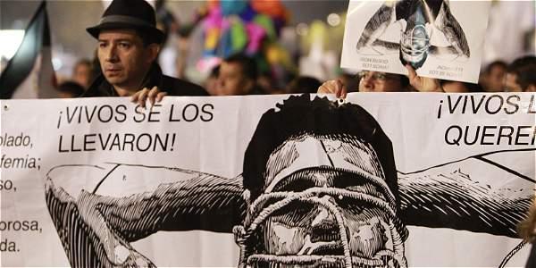 Miles de estudiantes y organizaciones sociales han participado en las protestas en solidaridad con los 43 desaparecidos. El domingo pidieron la renuncia del presidente mexicano Enrique Peña Nieto.