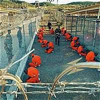 Seis presos de Guantánamo llegaron en la madrugada a Uruguay