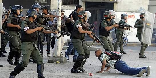 Militares venezolanos podrán abrir fuego contra protestas